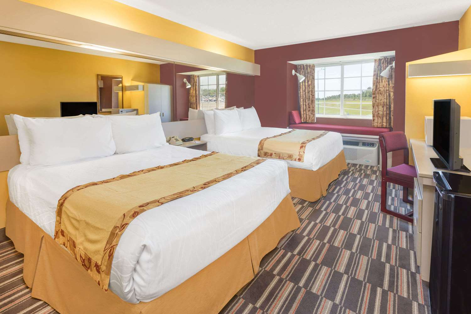 Room - Microtel Inn by Wyndham Cottondale