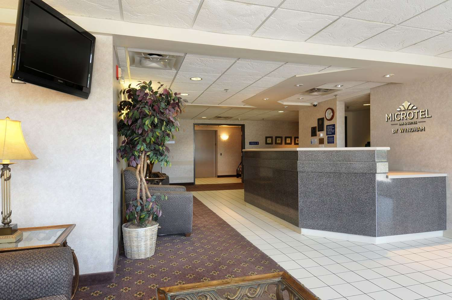 Lobby - Microtel Inn by Wyndham Mall of America Bloomington