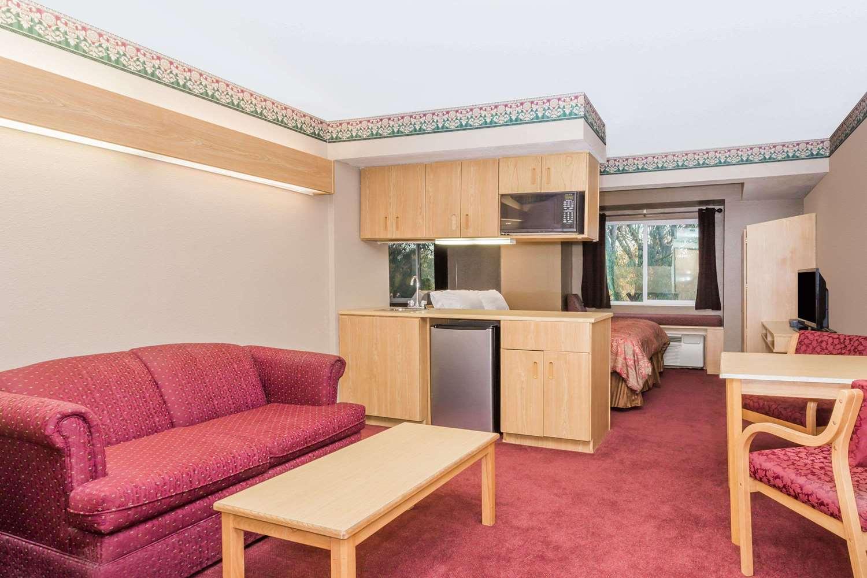 Suite - Microtel Inn & Suites by Wyndham Brush