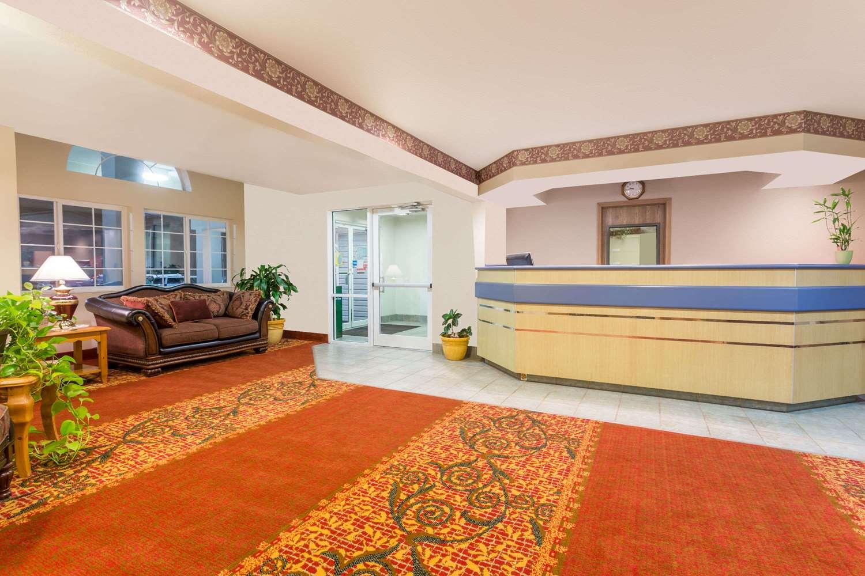 Lobby - Microtel Inn & Suites by Wyndham Brush