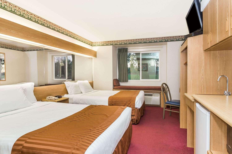 Room - Microtel Inn & Suites by Wyndham Brush