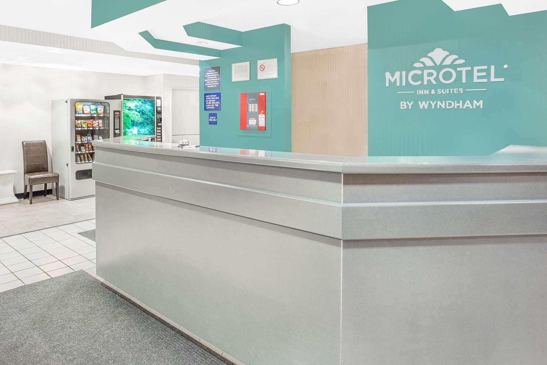 Lobby - Microtel Inn & Suites by Wyndham Fond du Lac