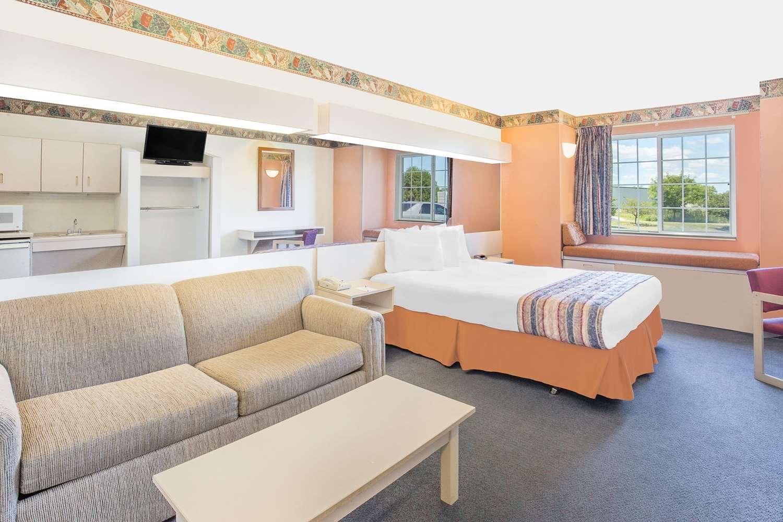 Suite - Microtel Inn & Suites by Wyndham Fond du Lac