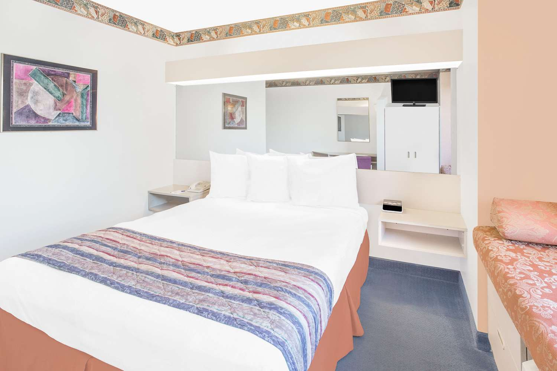 Room - Microtel Inn & Suites by Wyndham Fond du Lac