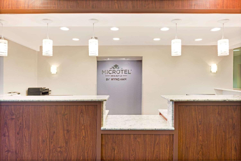 Lobby - Microtel Inn & Suites by Wyndham Urbandale