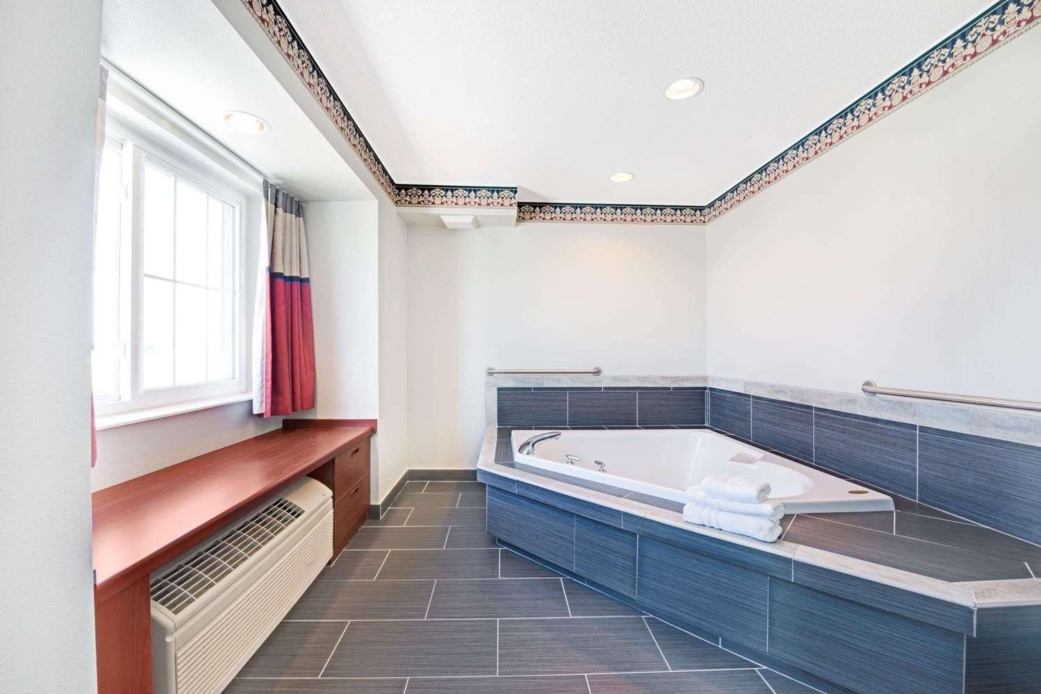 Amenities - Microtel Inn & Suites by Wyndham Urbandale