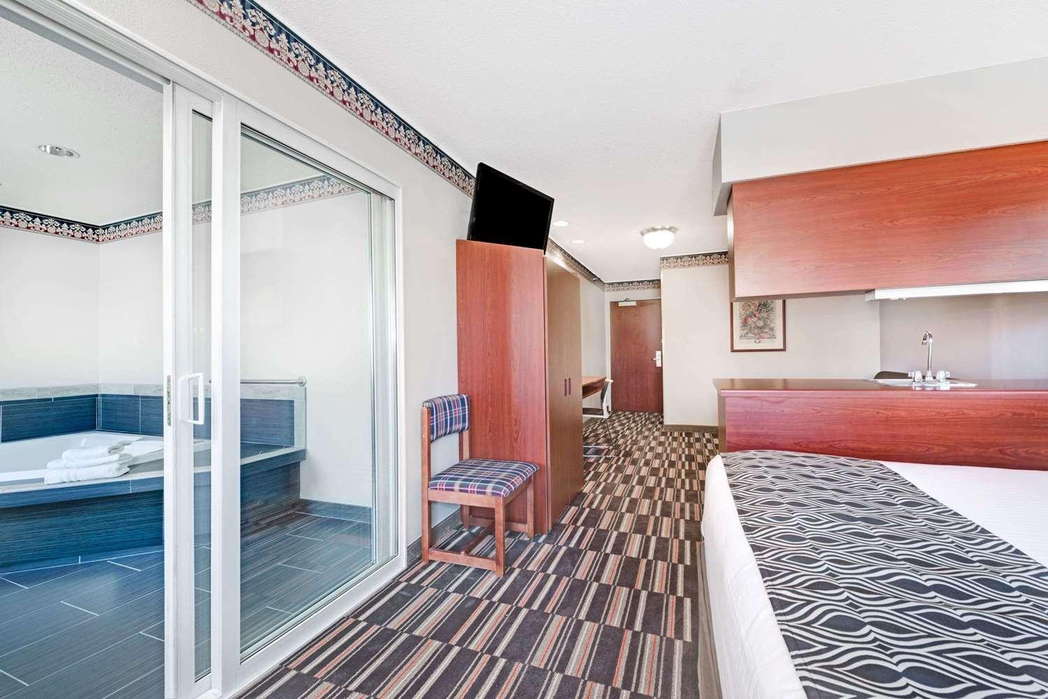Suite - Microtel Inn & Suites by Wyndham Urbandale