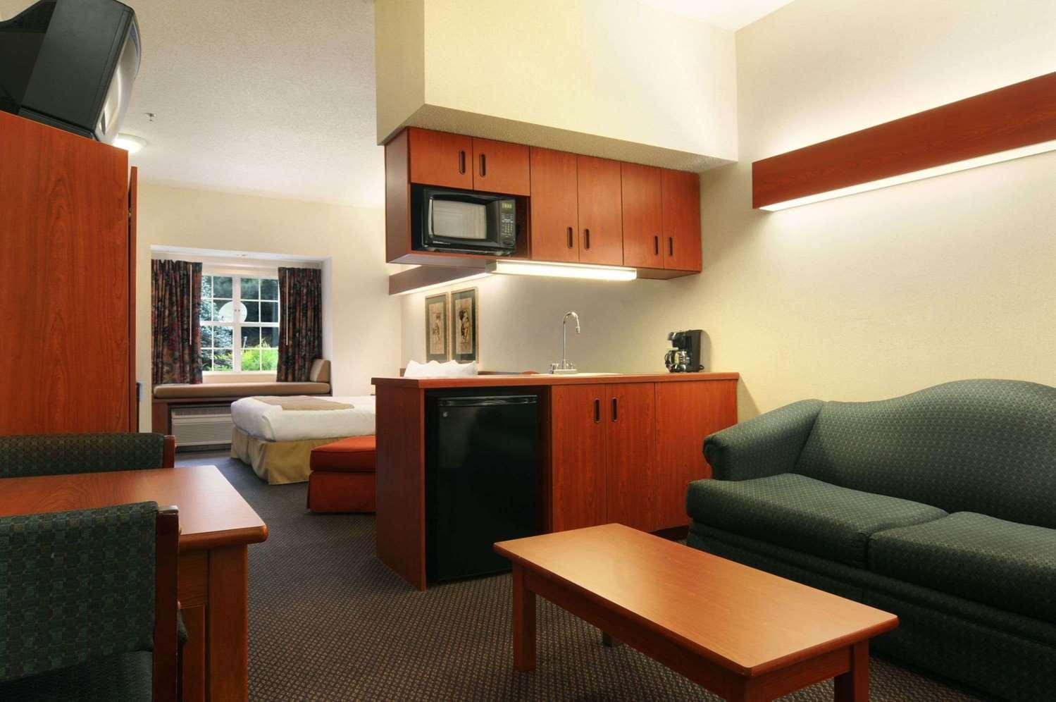 Room - Microtel Inn by Wyndham Perimeter Atlanta