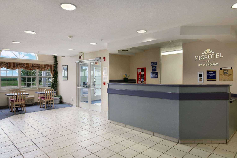 Lobby - Microtel Inn by Wyndham Champaign