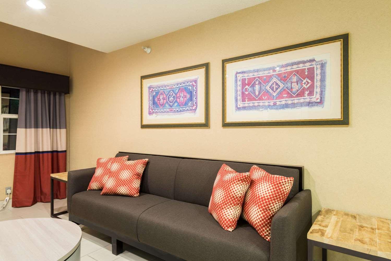 Lobby - Microtel Inn & Suites by Wyndham Pueblo