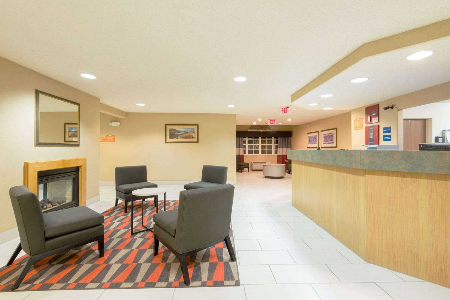 Lobby - Microtel Inn & Suites by Wyndham Pueblo