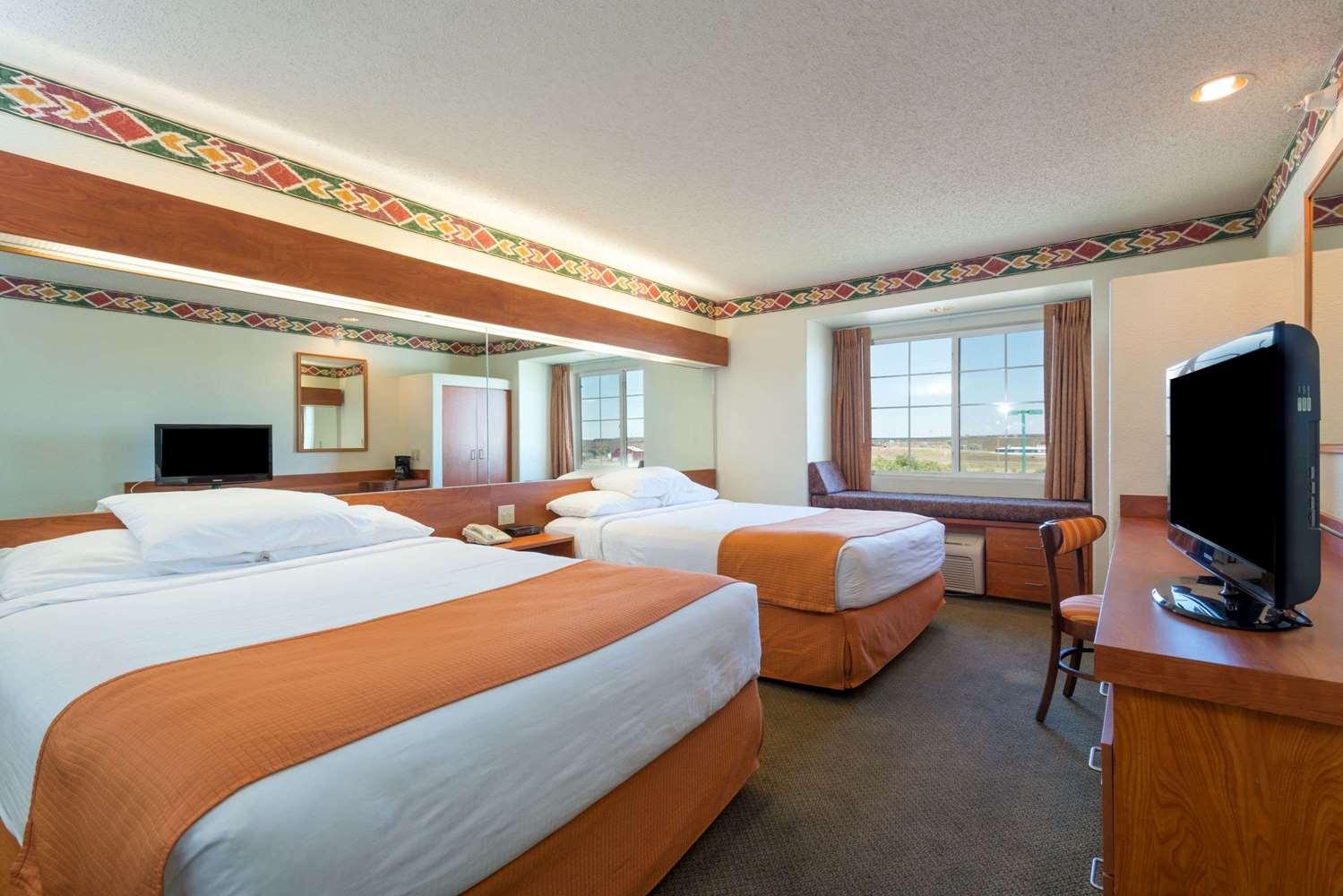 Room - Microtel Inn & Suites by Wyndham Pueblo