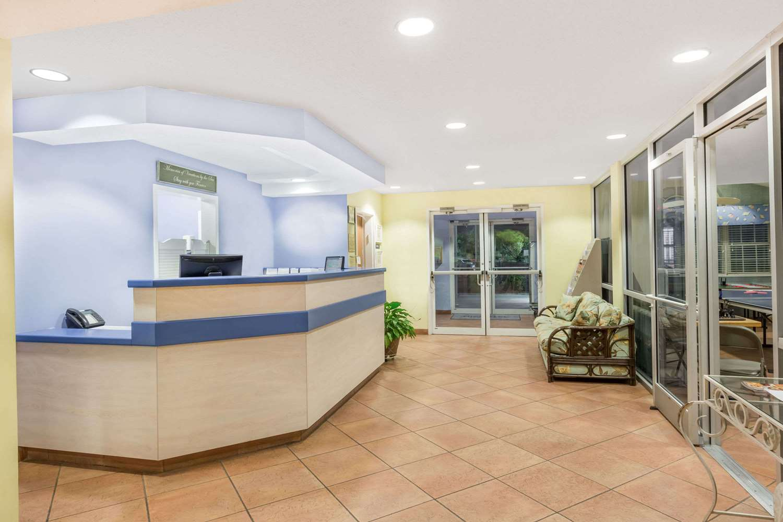 Lobby - Microtel Inn & Suites by Wyndham Carolina Beach