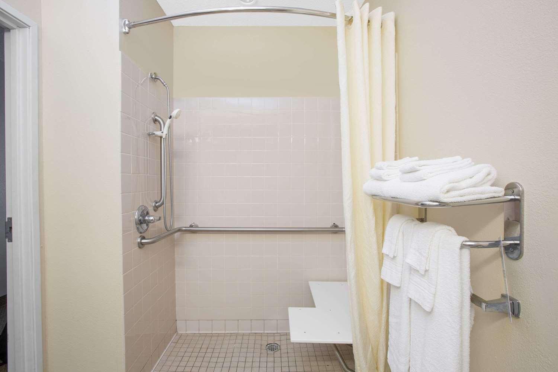 Room - Microtel Inn by Wyndham Hattiesburg