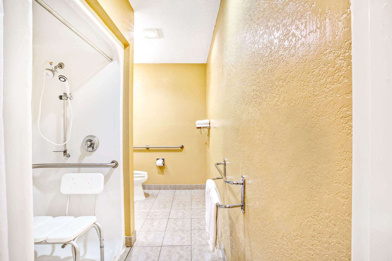 Room - Microtel Inn by Wyndham Newport News