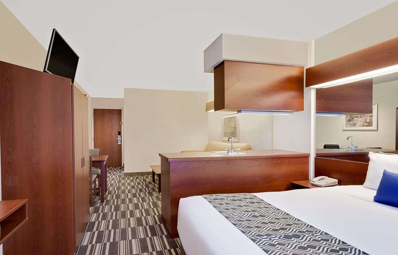 Room - Microtel Inn & Suites by Wyndham Middletown