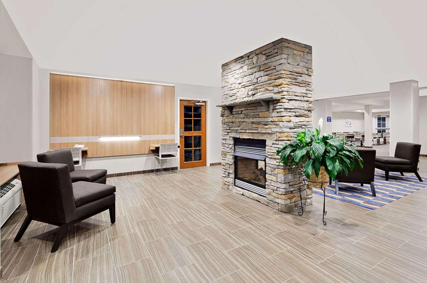 Lobby - Microtel Inn & Suites by Wyndham Middletown
