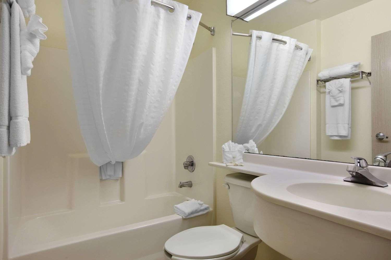 Room - Microtel Inn & Suites by Wyndham Palm Coast