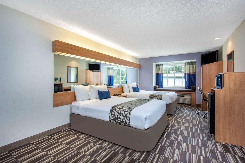 Room - Microtel Inn by Wyndham Lillington