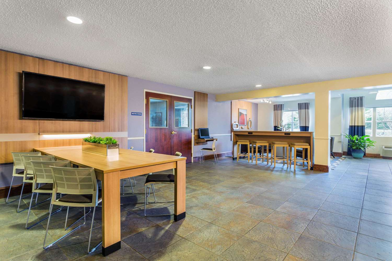 Lobby - Microtel Inn by Wyndham Lillington