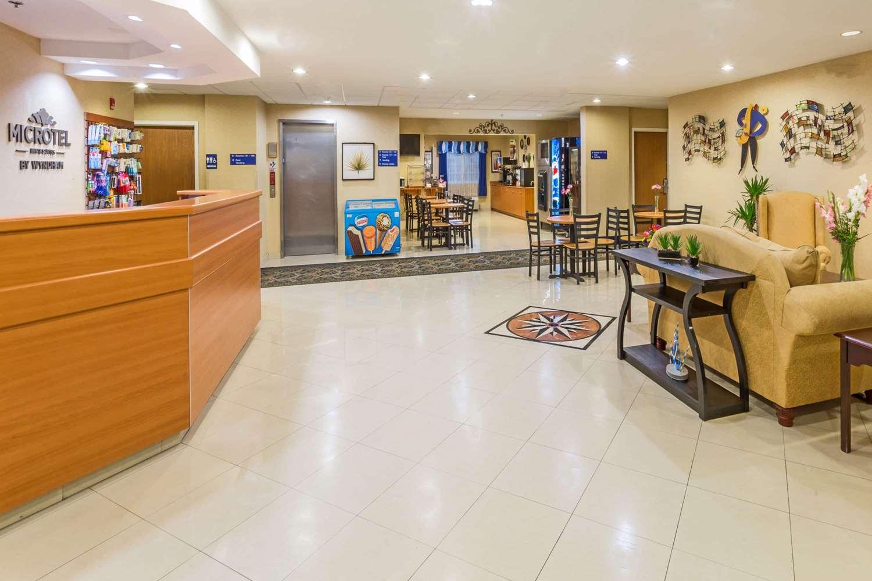 Lobby - Microtel Inn & Suites by Wyndham Kingsland