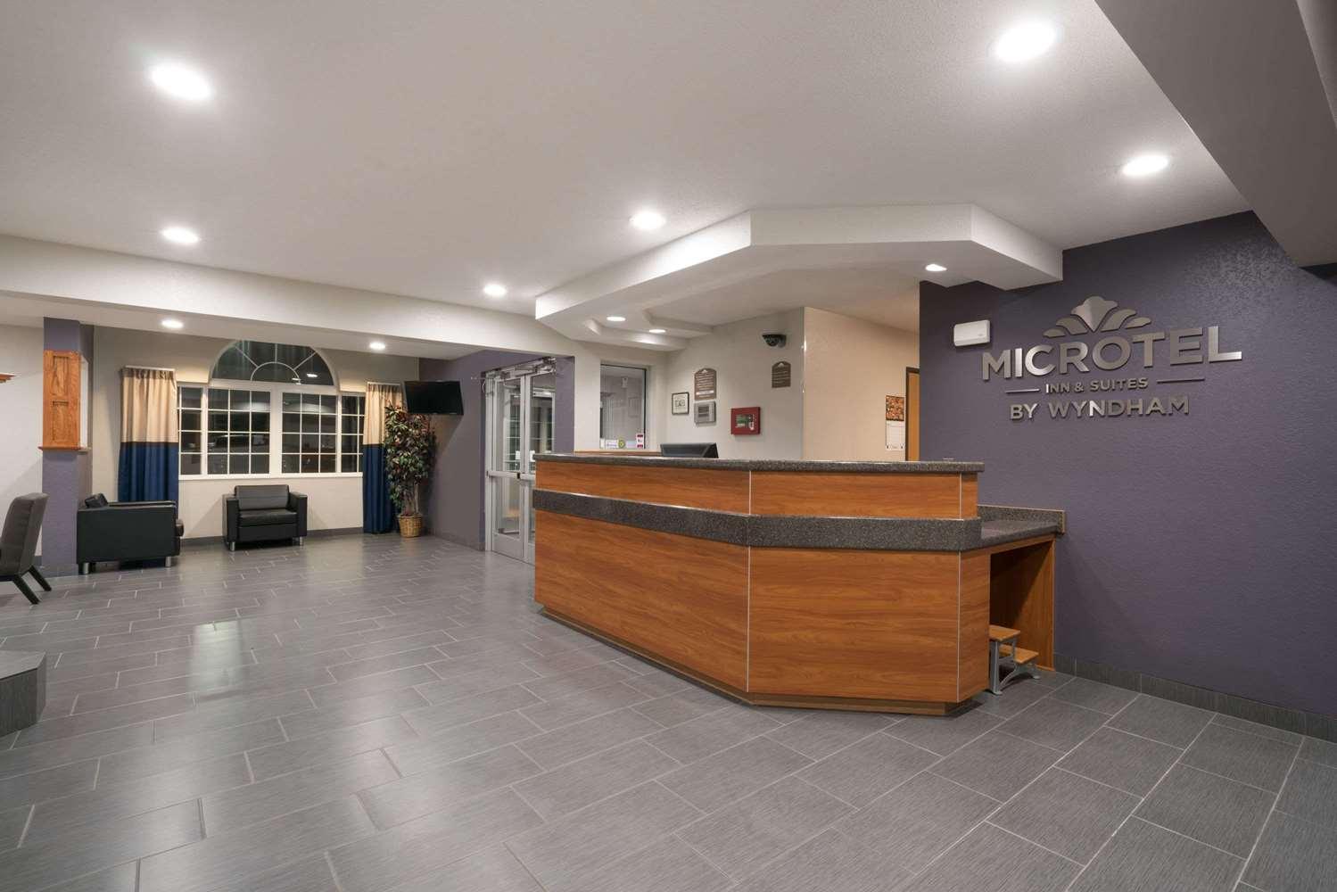 Lobby - Microtel Inn & Suites by Wyndham Springfield