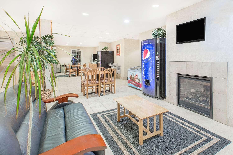 Lobby - Microtel Inn & Suites by Wyndham Colfax