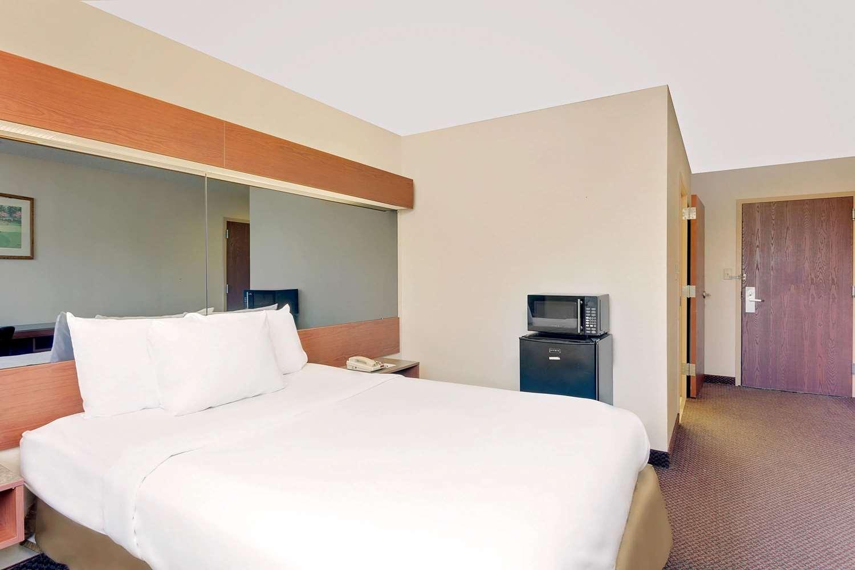 Room - Microtel Inn & Suites by Wyndham Augusta