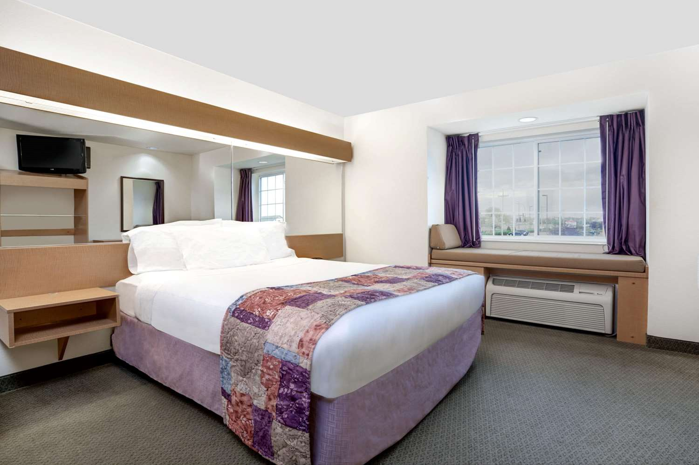 Suite - Microtel Inn & Suites by Wyndham Mankato