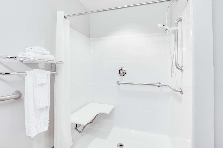 Room - Microtel Inn & Suites by Wyndham North Columbus