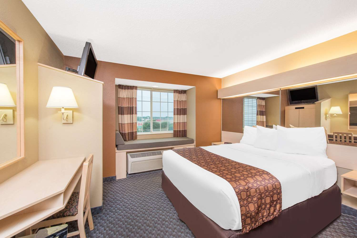 Room - Microtel Inn by Wyndham Independence