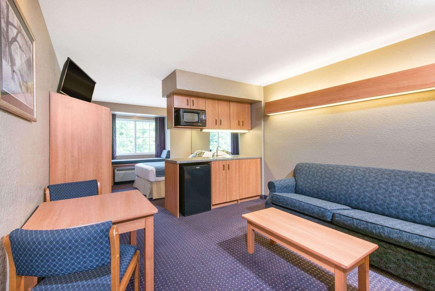 Suite - Microtel Inn & Suites by Wyndham Hazelton