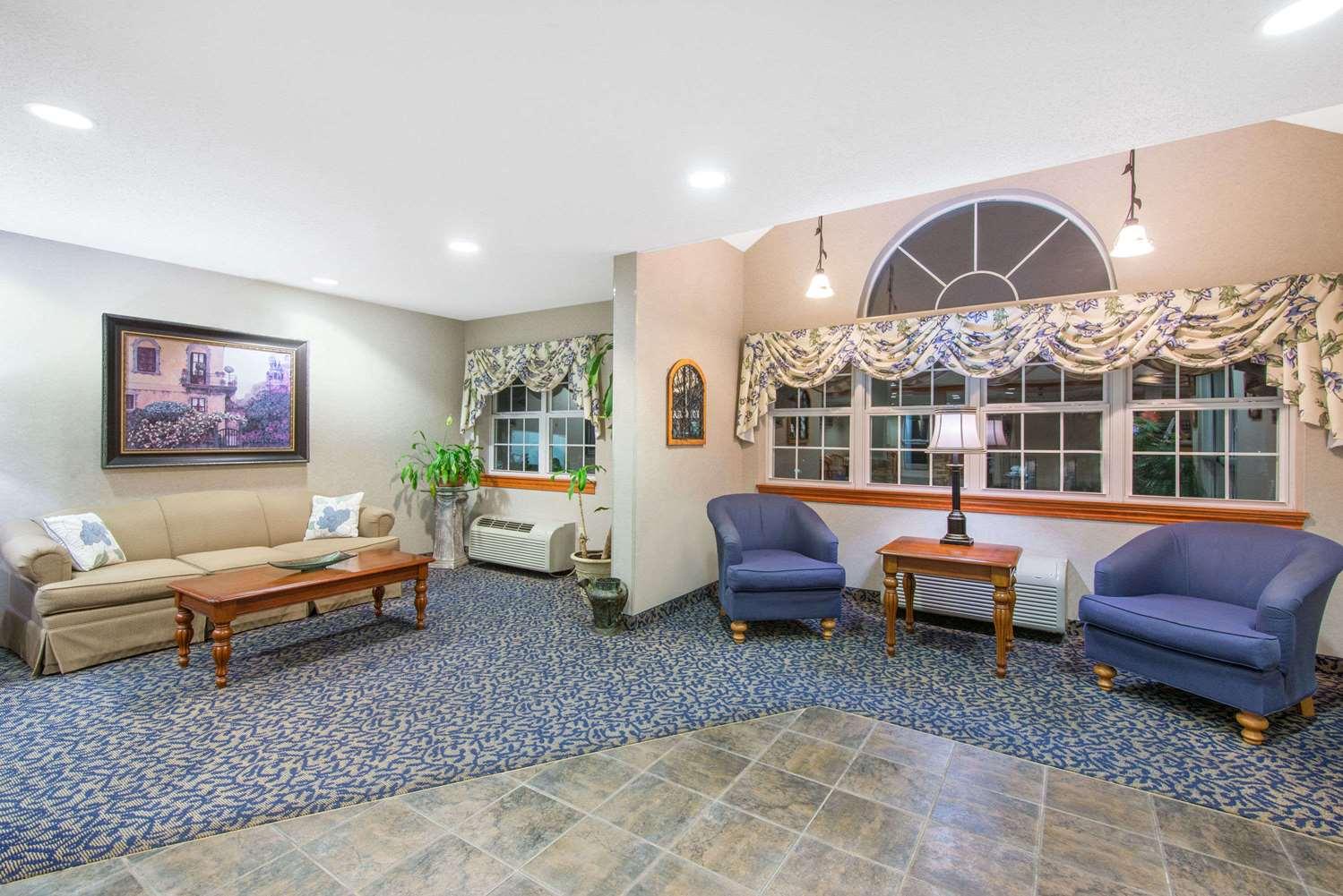 Lobby - Microtel Inn & Suites by Wyndham Hazelton