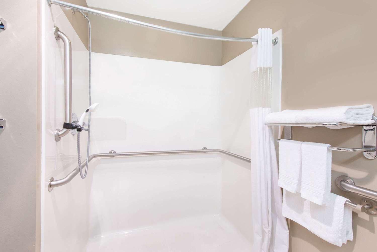 Room - Microtel Inn & Suites by Wyndham Hazelton