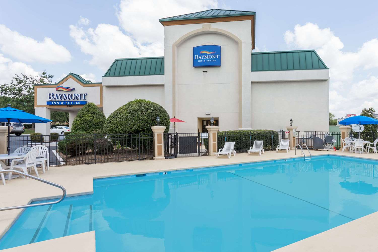 Pool - Baymont Inn & Suites Greensboro