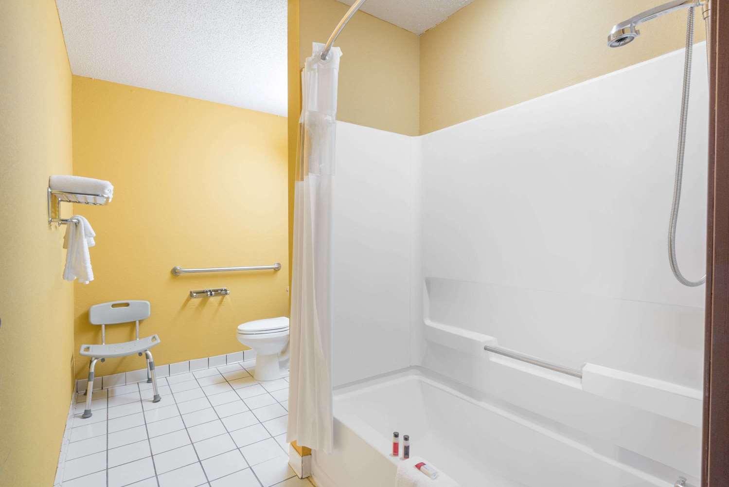 Room - Microtel Inn & Suites by Wyndham Riverside