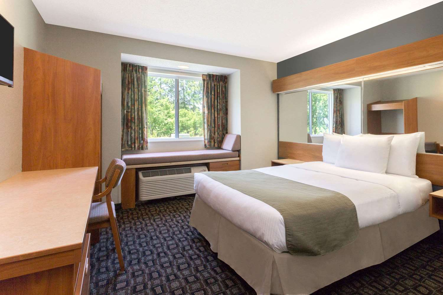 Room - Microtel Inn & Suites by Wyndham Airport Brunswick