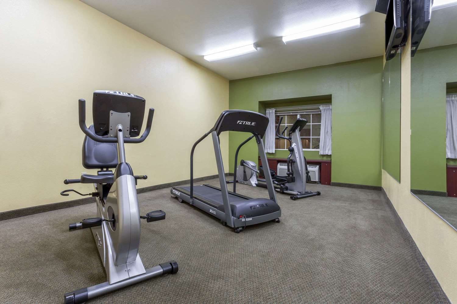 Fitness/ Exercise Room - Microtel Inn by Wyndham Tracy