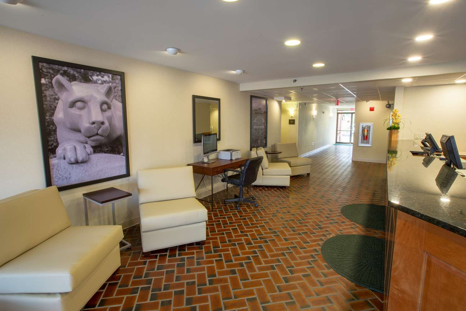 Lobby - Super 8 Hotel State College