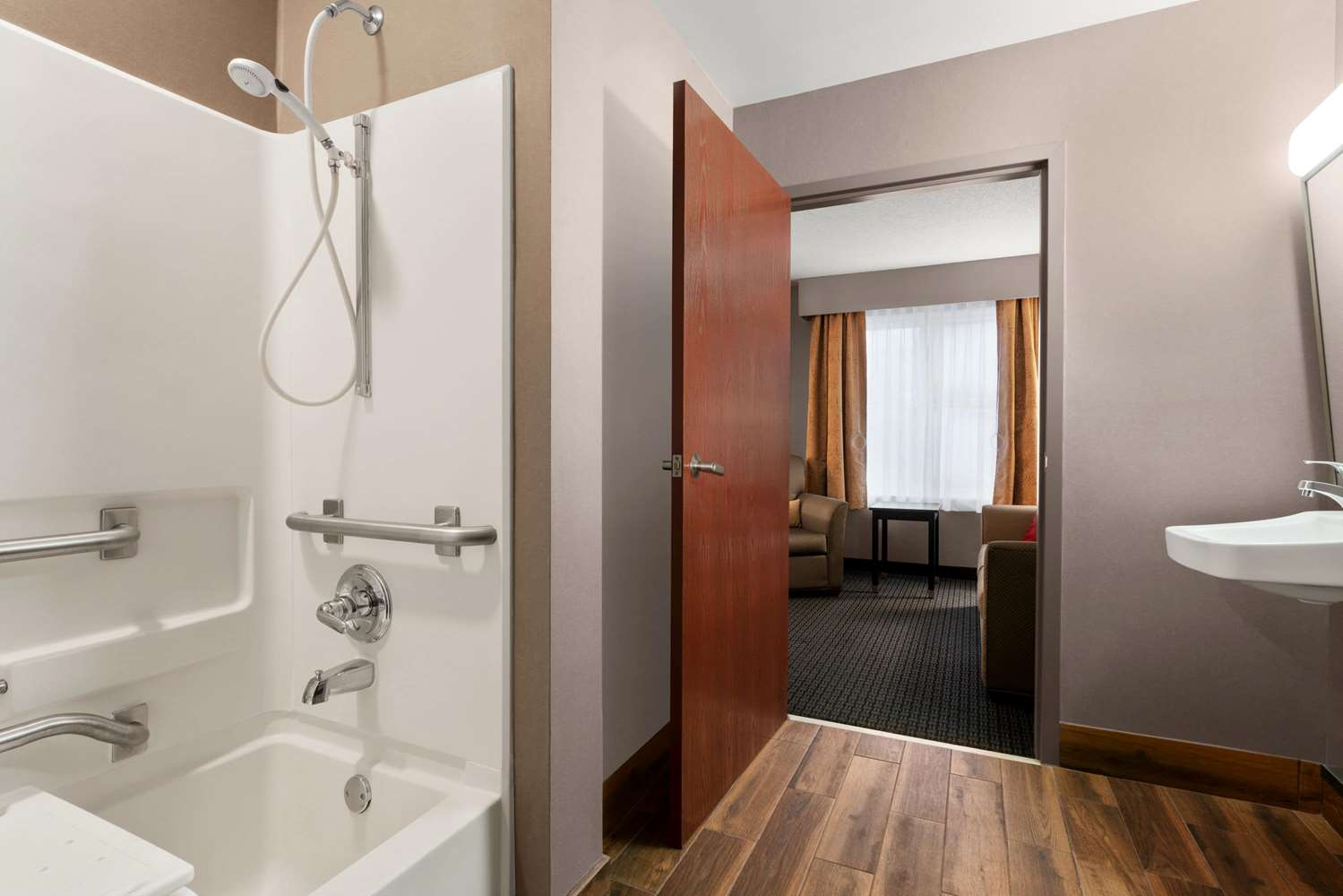 Room - Hawthorn Suites by Wyndham Lancaster