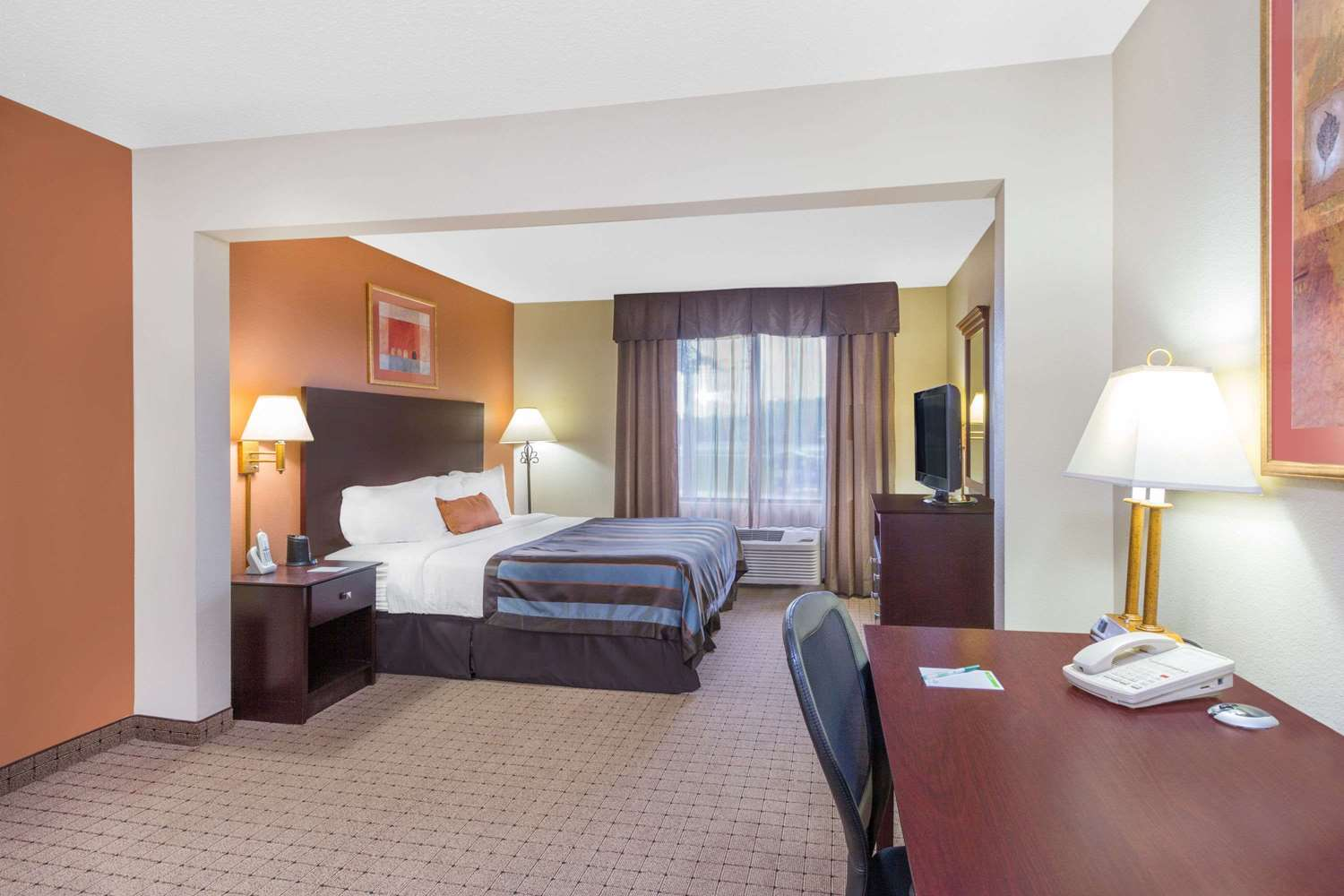 Room - Wingate by Wyndham Hotel West Monroe