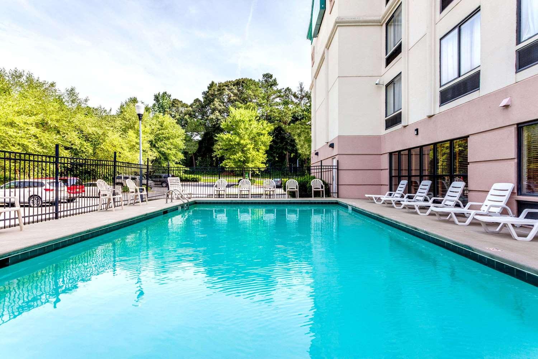 Pool - Wingate by Wyndham Hotel Austell