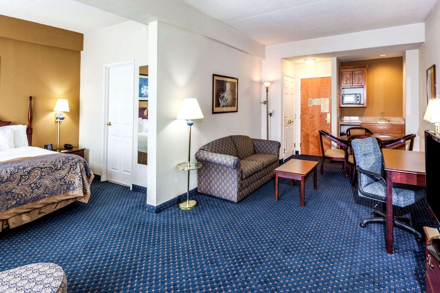 Suite - Wingate by Wyndham Hotel Austell