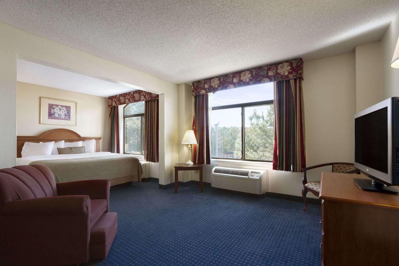 Suite - Wingate by Wyndham Hotel Fort Gordon Augusta