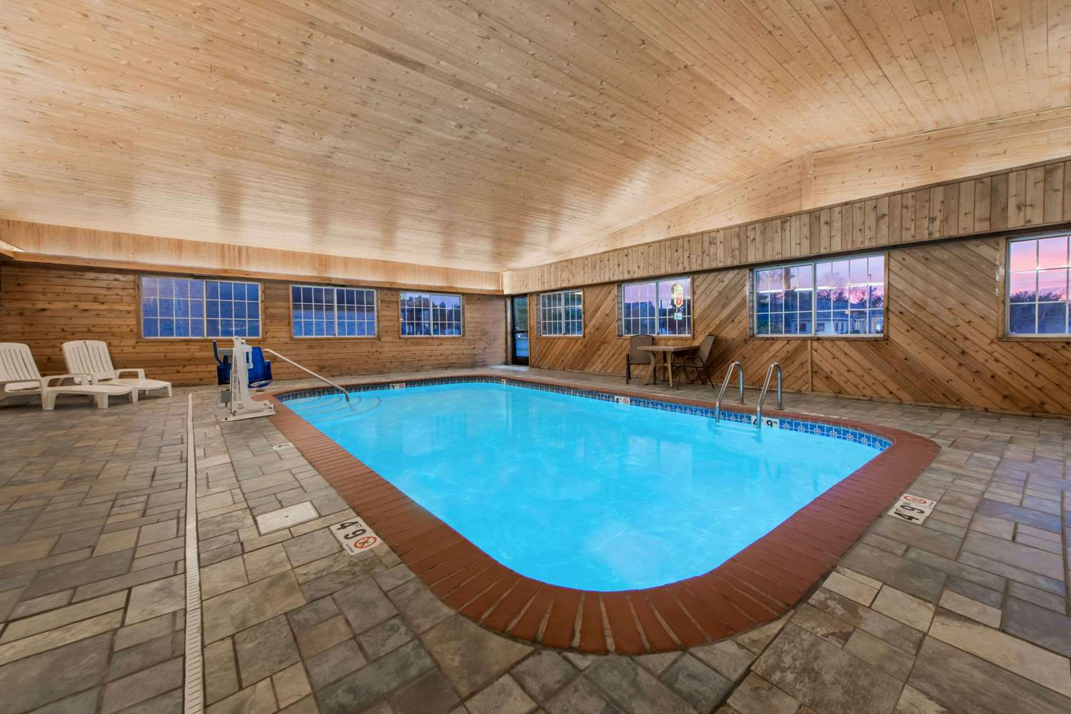 Pool - Days Inn Ottumwa