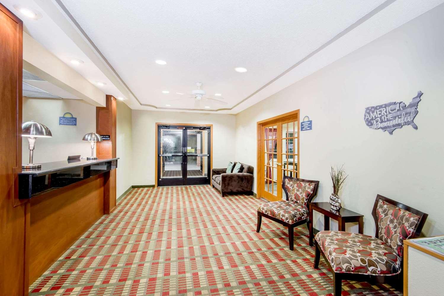 Lobby - Days Inn Ottumwa
