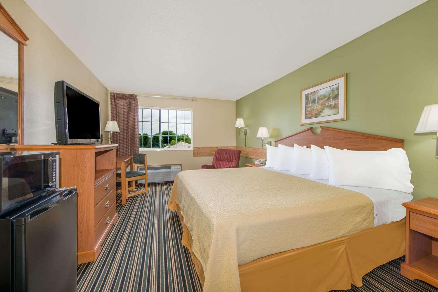Room - Days Inn Ottumwa