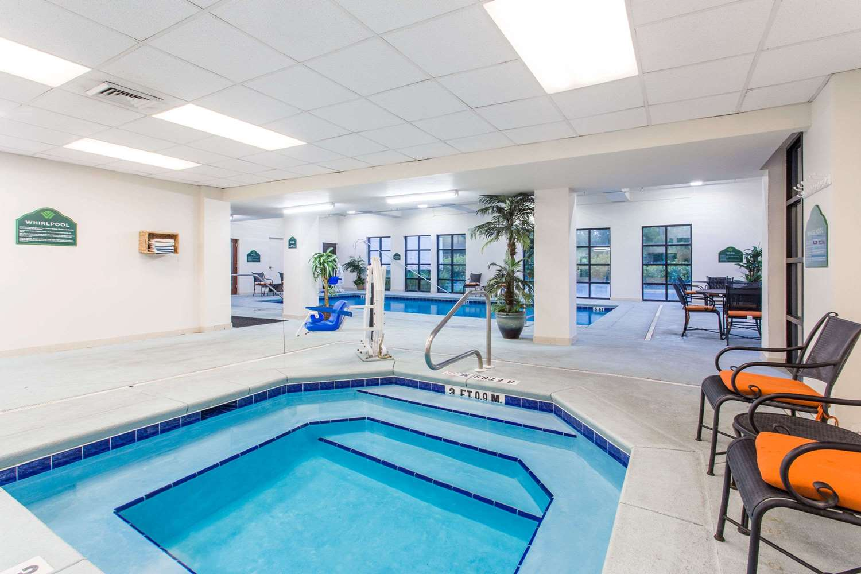 Pool - Wingate by Wyndham Hotel Lynn Haven