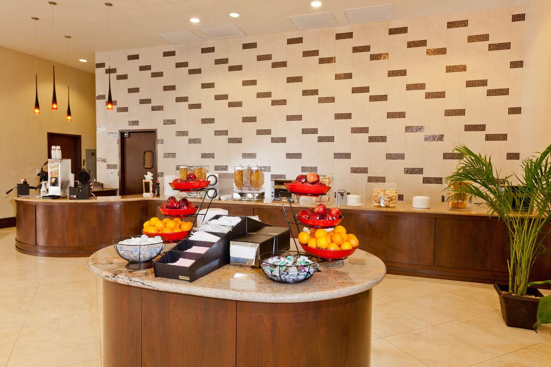 Restaurant - Ramada Plaza Resort International Drive Orlando