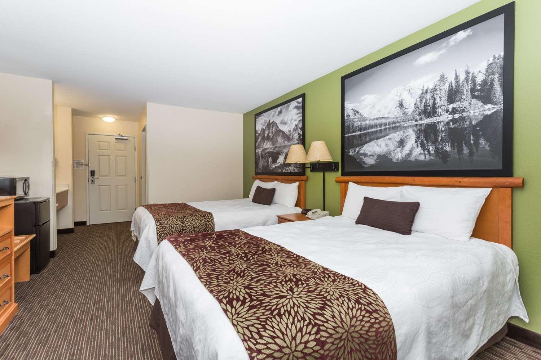 Room - Super 8 Hotel Wheatland